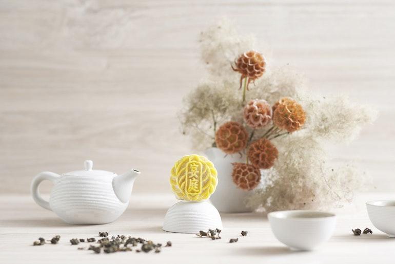 mooncake_Royal Milk Tea Paste with Oolong Tea Truffle Snow Skin Mooncake