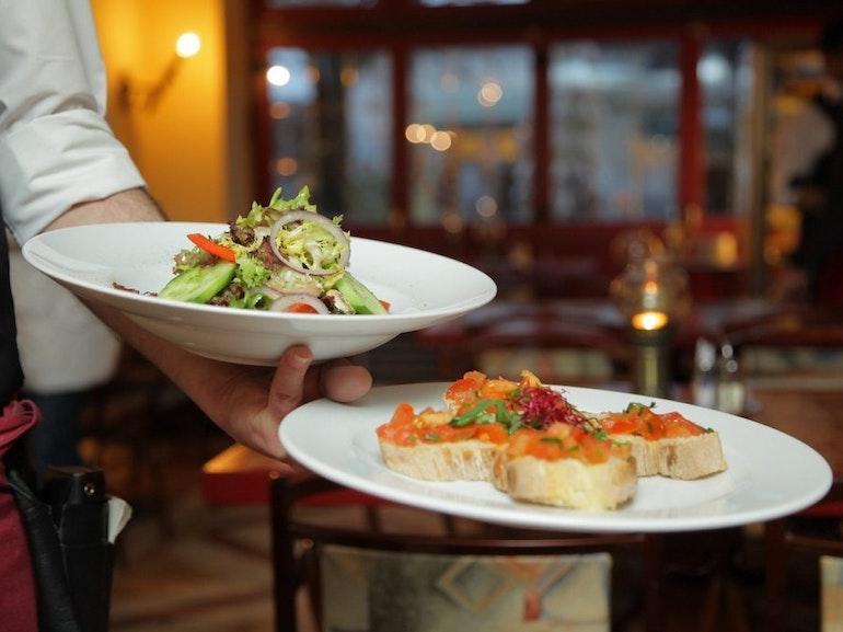 waiter_photo1
